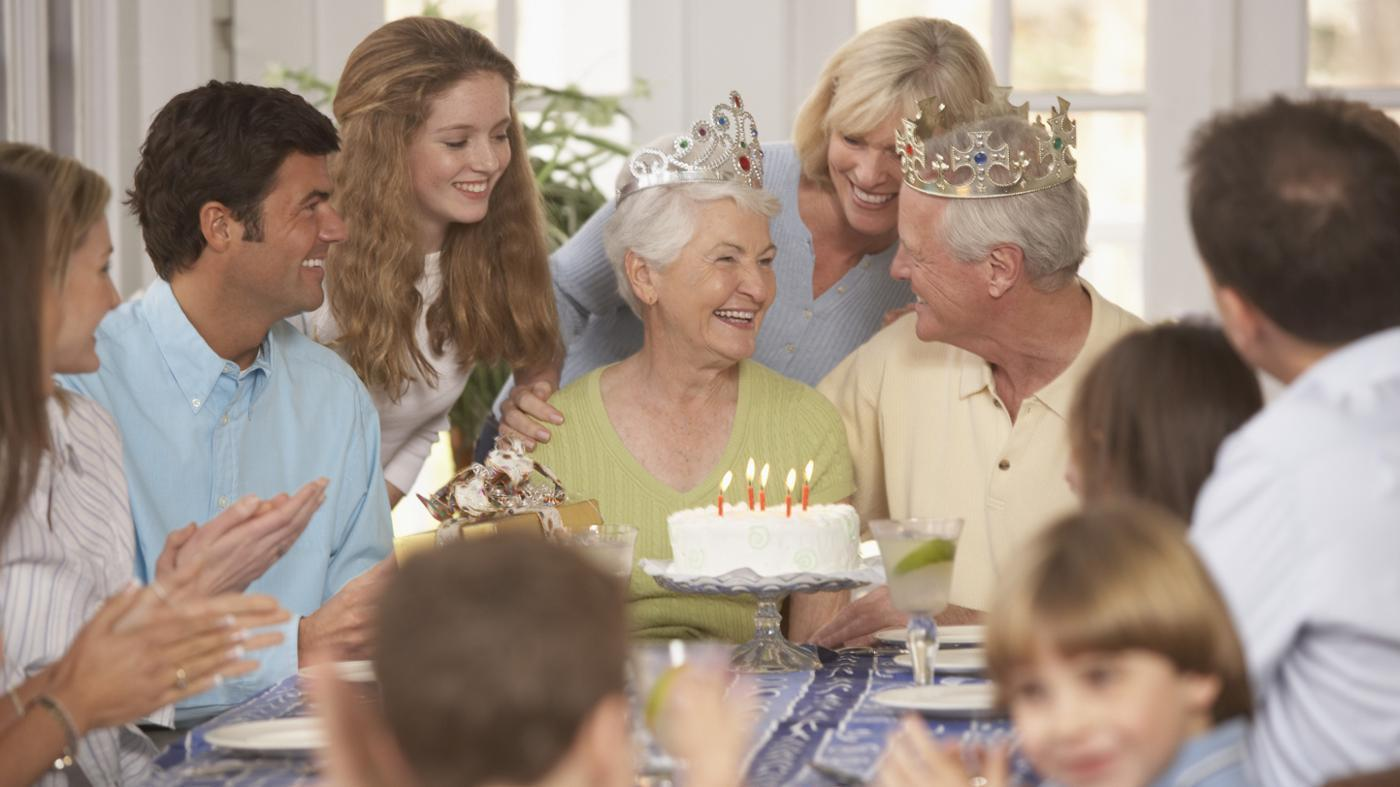 5 Ways To Surprise Your Parents On Their Anniversary