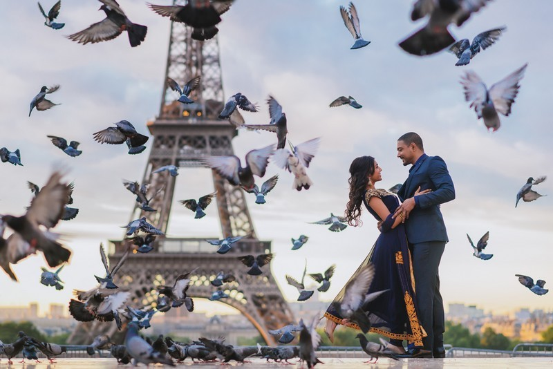 Paris-engagement-photo-session-indian-couple-and-flying-birds-at-Eiffel-Tower