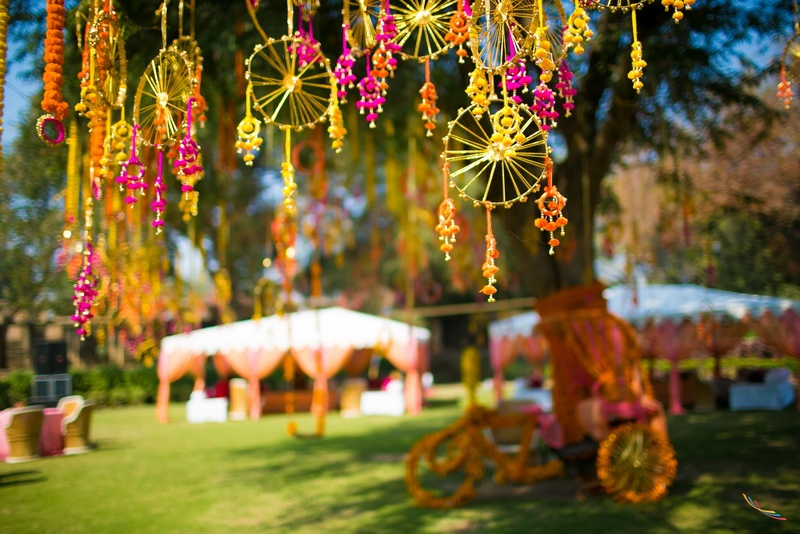 8 Interesting Decor Hacks For Your Mehendi Day Adw