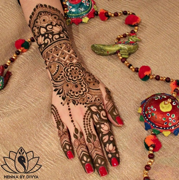Let Your Hands Express Your Wedding Story With These Exquisite