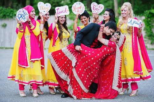 Get Hooked To This Superlist For Fun Wedding Photoshoot Ideas