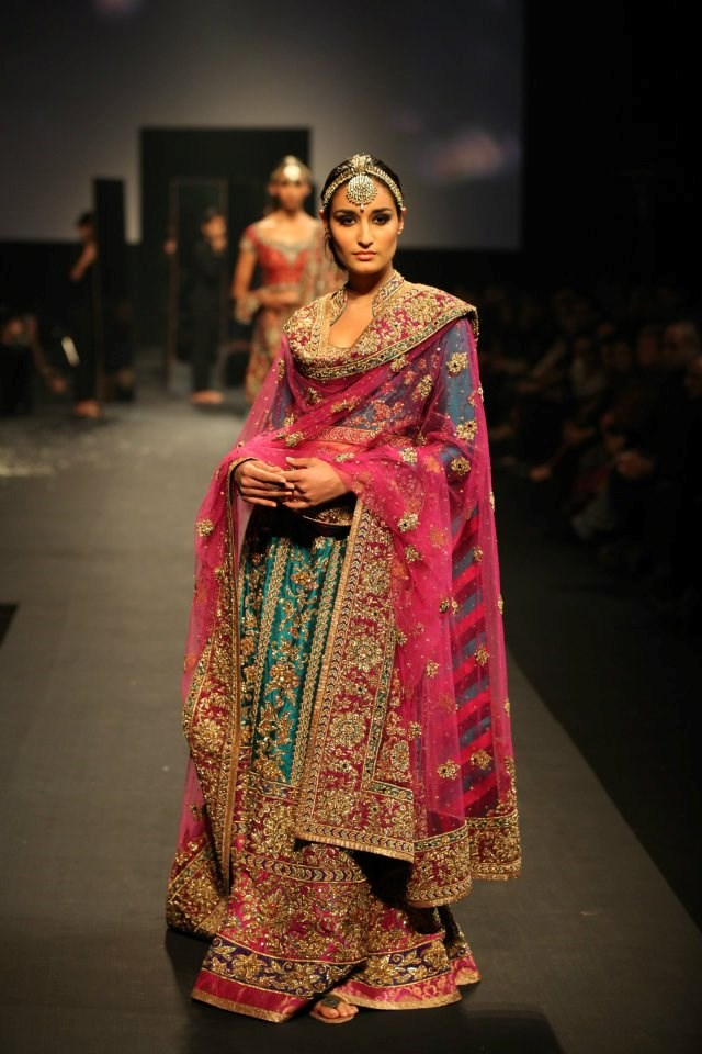 Dupatta Draped In Front With Cowl Gather