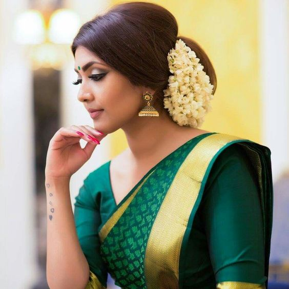 Wedding Hairstyle Gajra: 8 Gorgeous Gajra Hairstyles To Dazzle At Your Bestie's