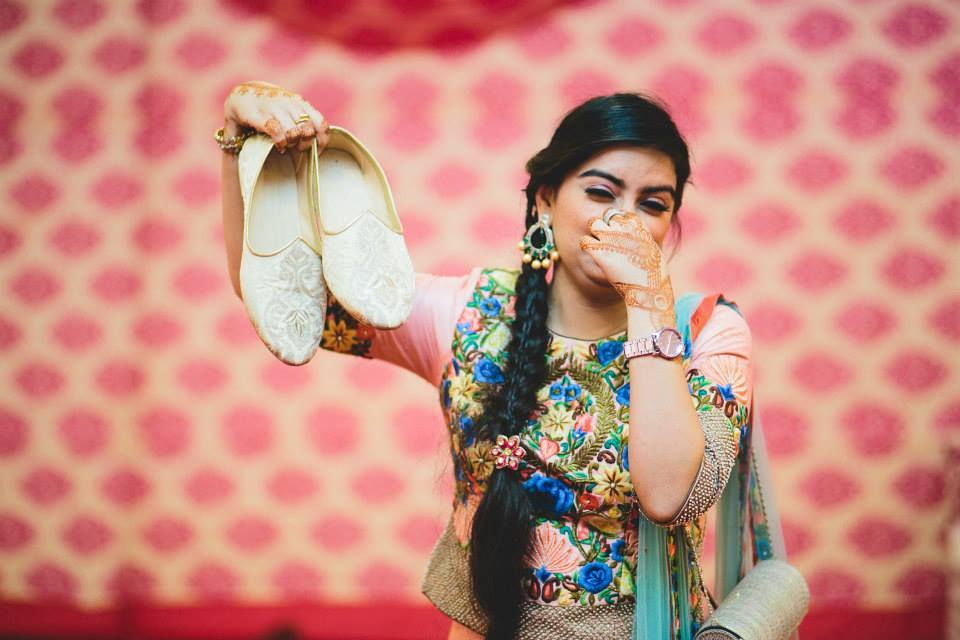 funny poses in the wedding