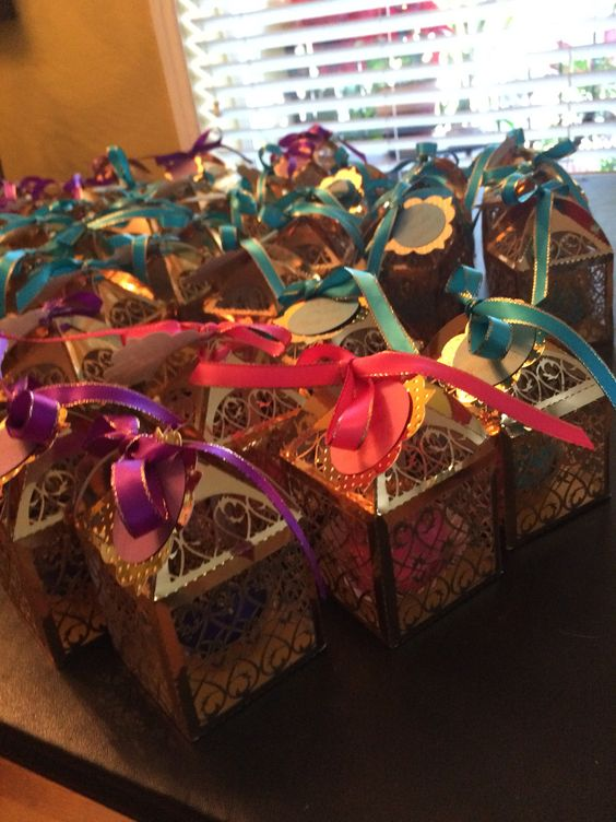 fun wedding favors to give to guests