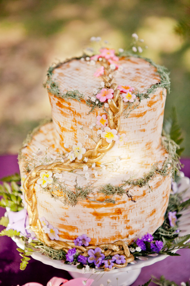 16 Disney Wedding Cakes That We\'re Absolutely In Love With ...