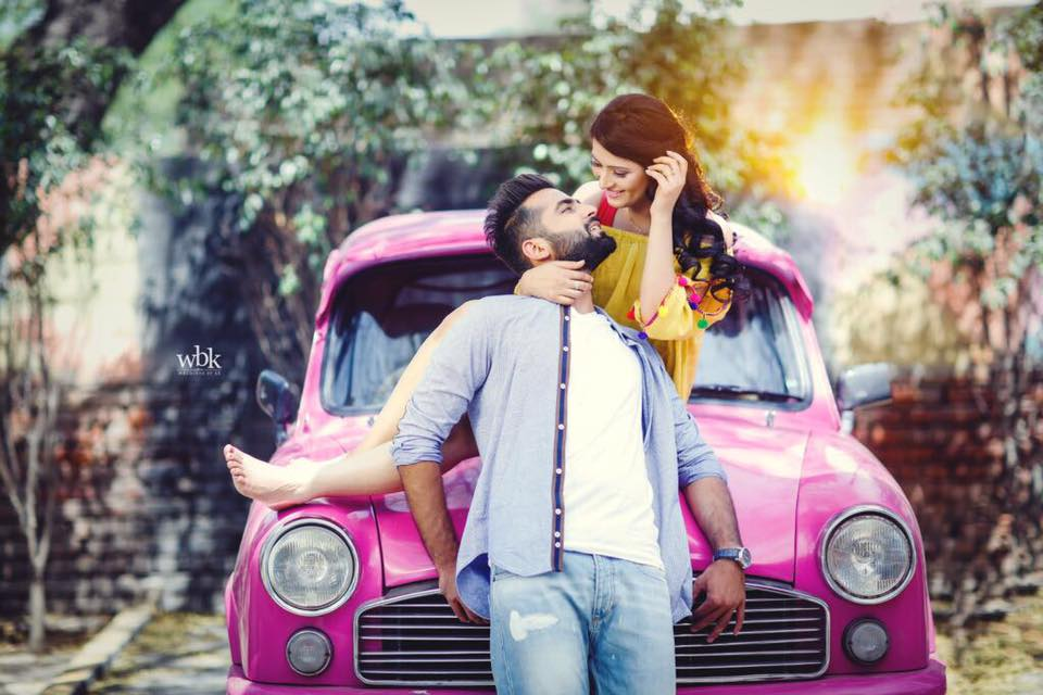 Romantic pre wedding shoot of a couple with a backdrop of a vintage pink ambassador car | Photo Paradise | 5 Spectacular Photo Shoot Locations in Delhi NCR | FunctionMania