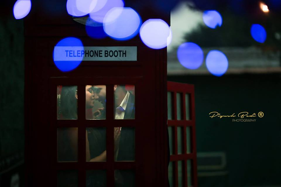 Romantic Pre Wedding Photoshoot in a Telephone Booth at Picture Destination | 5 Spectacular Photo Shoot Locations in Delhi NCR | FunctionMania