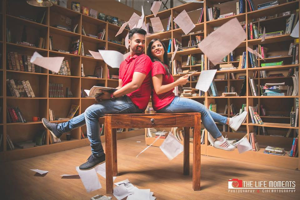 Cute couple twinning in red t shirt and blue jeans at Picture Destination | 5 Spectacular Photo Shoot Locations in Delhi NCR | FunctionMania