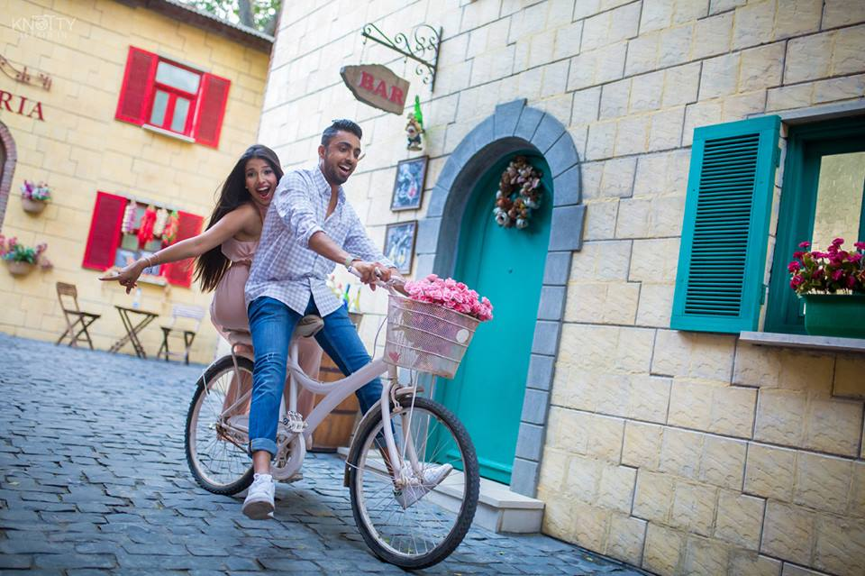 cute romantic couple photoshoot at perfect location kundali with cycle and bar backdrop | 5 Spectacular Photo Shoot Locations in Delhi NCR | FunctionMania