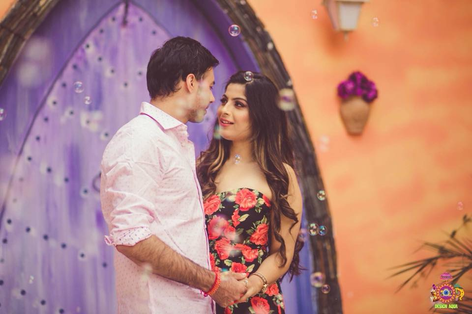 Romantic couple photoshoot in front of a ship backdrop and bubbles by Design Aqua | Photo Paradise | 5 Spectacular Photo Shoot Locations in Delhi NCR | FunctionMania