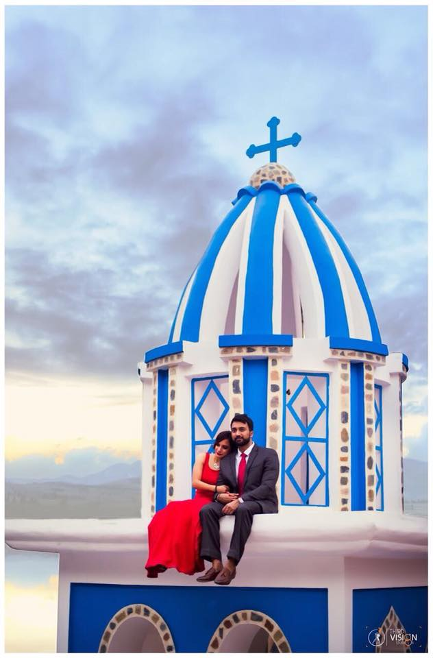 Couple at blue church background | Photo Paradise | 5 Spectacular Photo Shoot Locations in Delhi NCR | FunctionMania