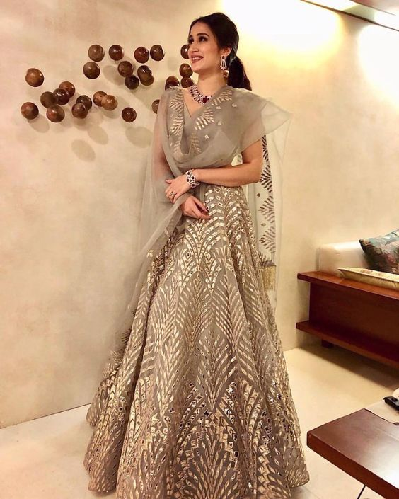 8 Prettiest Lehenga Choli For Your Engagement Outfit Inspiration