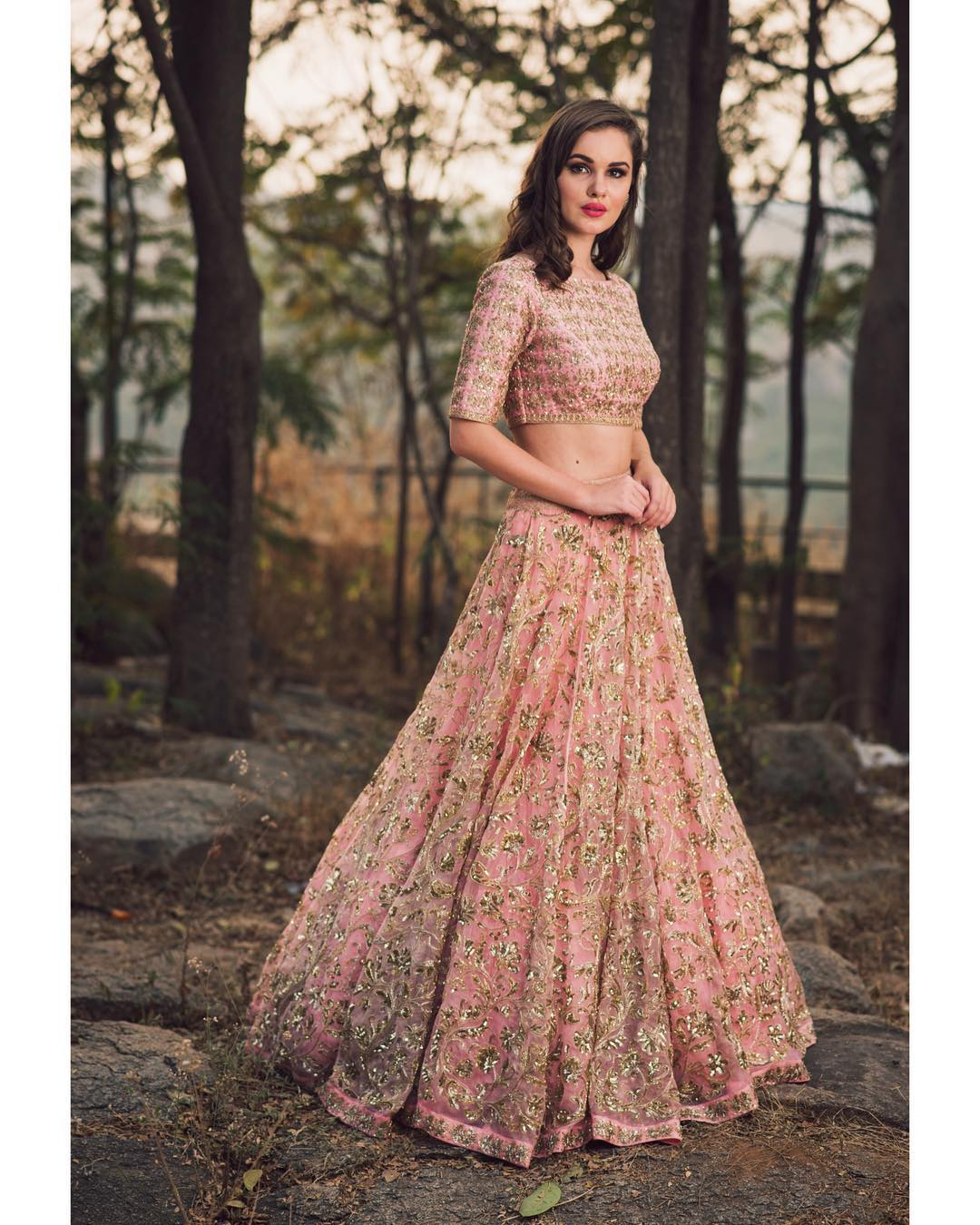 8 Prettiest Lehenga-Choli for Your Engagement Outfit ...