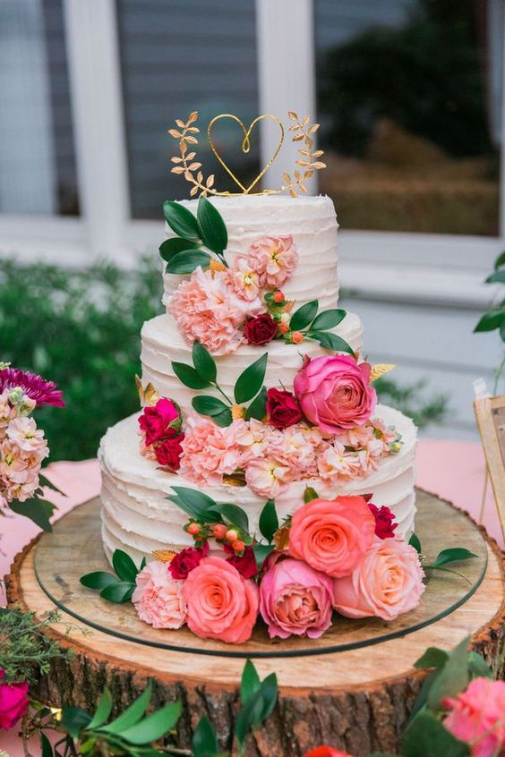 Summer wedding cake with sugary rose and petals