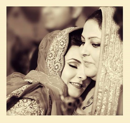 Home is where Mom is | Mom and Bride Picture Ideas | Cute Bride and Mother Photo Ideas | Indian Wedding | Indian Brides | Function Mania | You Have to See These Picture-Perfect Mother & Bride Moments!