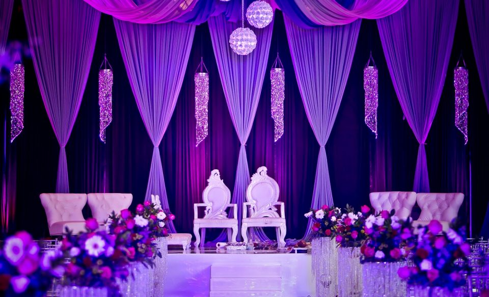 trending how to use hues of ultraviolet for a chic wedding decor functionmania. Black Bedroom Furniture Sets. Home Design Ideas