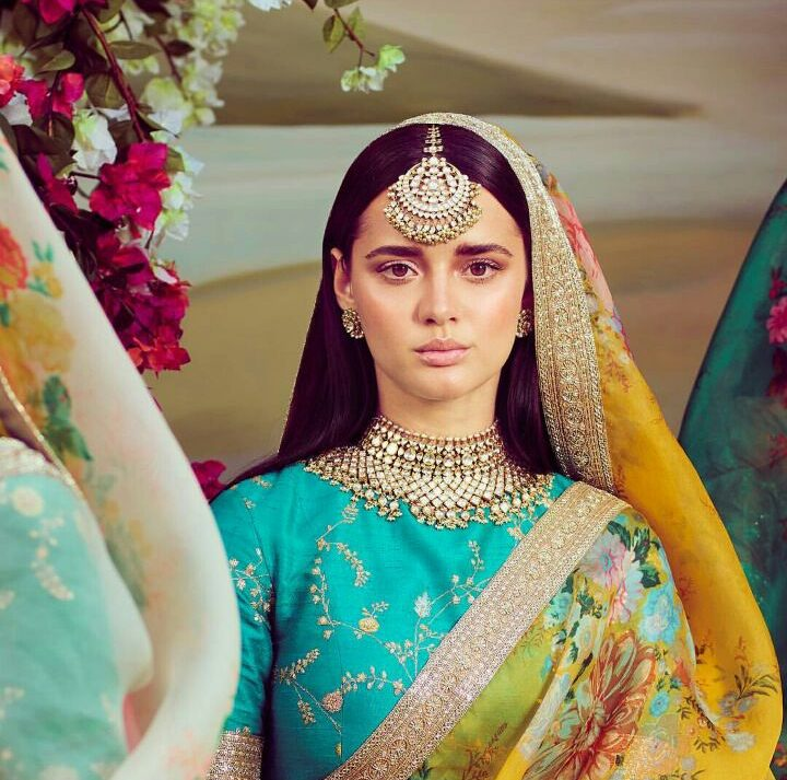 Turquoise Bloouse with pretty zari and thread work   Amritsari Maang Teeka   Bridal Accessory Trends   Latest Women Wear Fashion   Indian Bridal Wear   Mehendi Outfit Ideas   Function Mania   Polki Choker Necklace by Sabyasachi   Spring Summer Collection 2018   Function Mania