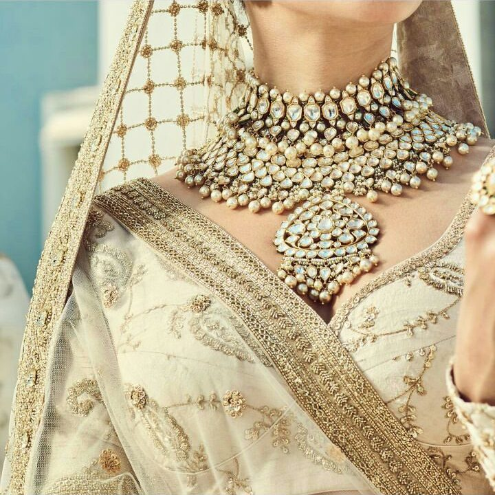 White Polki Bridal Necklace by Sabyaschi Jewellery   Spring Summer Bridal 2018 Collection By Sabyasachi  Ivory Blouse and Matching Sheer Dupatta for Summer Weddings   Uncut Diamond Choker necklace for Indian Brides   function Mania