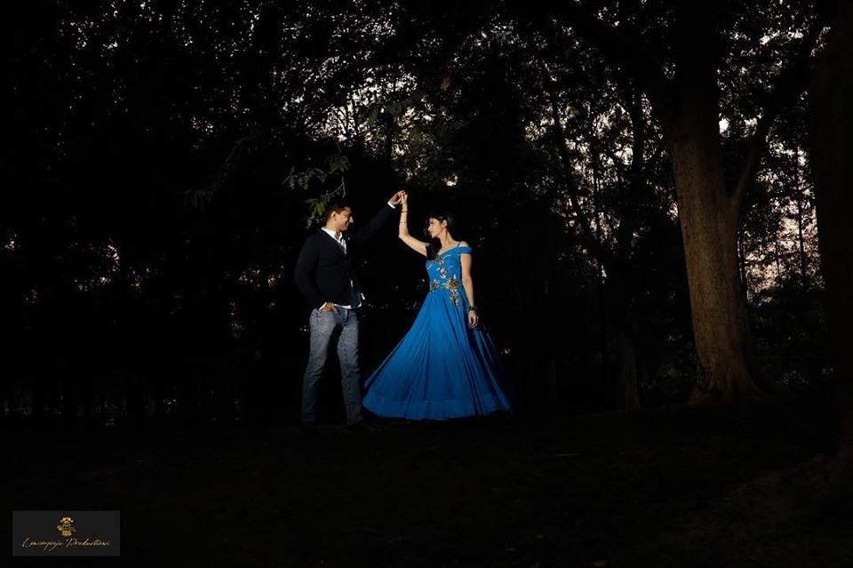 Sunset Photography | Low-lit photography venues | bride to be twirling in blue gown | Couple Prewedding Shoots | Couple Posing for a Prewedding Shoot | Prewedding photoshoot inspiration | Lenseyezia Productions | Function Mania