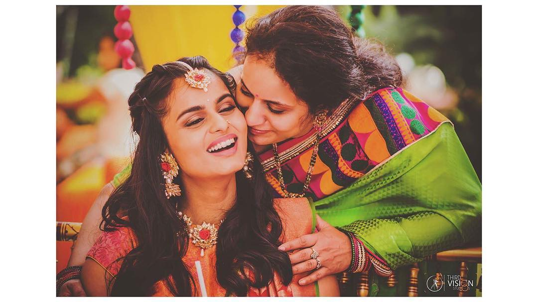 BRIDE AND MOTHER CANDID MOMENTS | MEHENDI PICTURES | GOTA JEWELLERY IDEAS | THIRD VISION STUDIO | FUNCTION MANIA