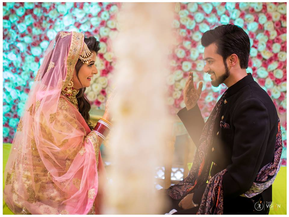 COUPLE WEDDING PHOTO IDEAS | NIQAAH PHOTOS INDIA | BRIDE AND GROOM PHOTO IDEAS | PINK BRIDAL OUTFIT | THIRD VISION PHOTOGRAPHY | FUNCTION MANIA