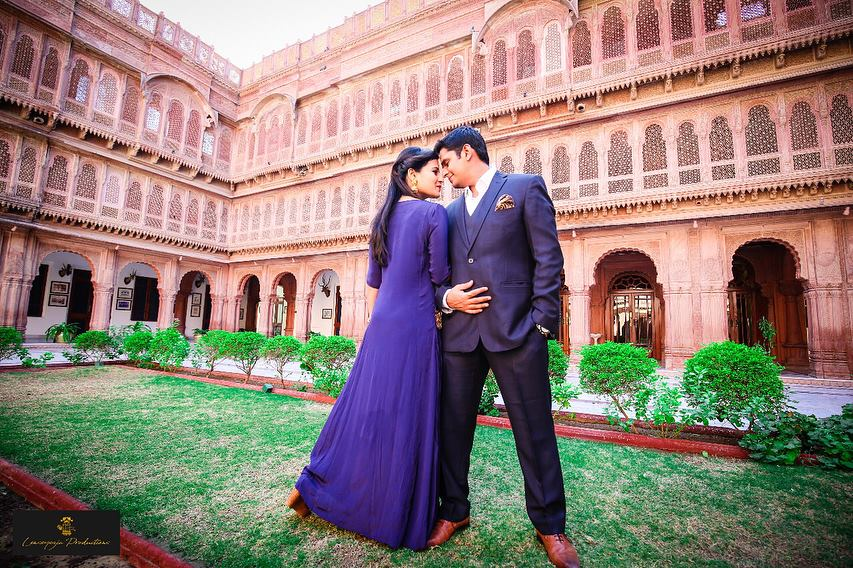 Couple Posing in a Graden area for their preweddign shoot | Pre wedding outfit ideas | Palace for Prewedding Shoot background | Couple Posing for a Prewedding Shoot | Prewedding photoshoot inspiration | Lenseyezia Productions | Function Mania