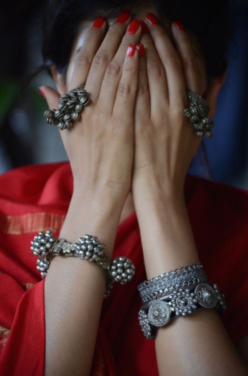 Love Junk Jewellery? Know How to Accessorize Your Look for the Next Wedding! | Function Mania | Silver Oxidised Jewellery for Indian Weddings | Ghungroo rings