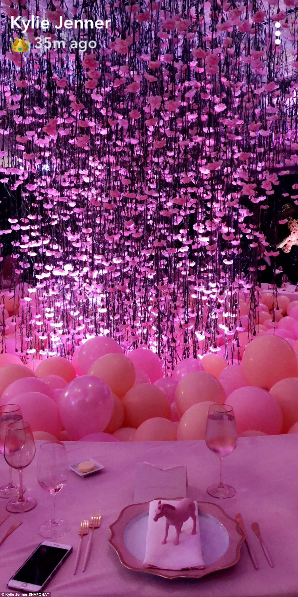 baby shower pink decor