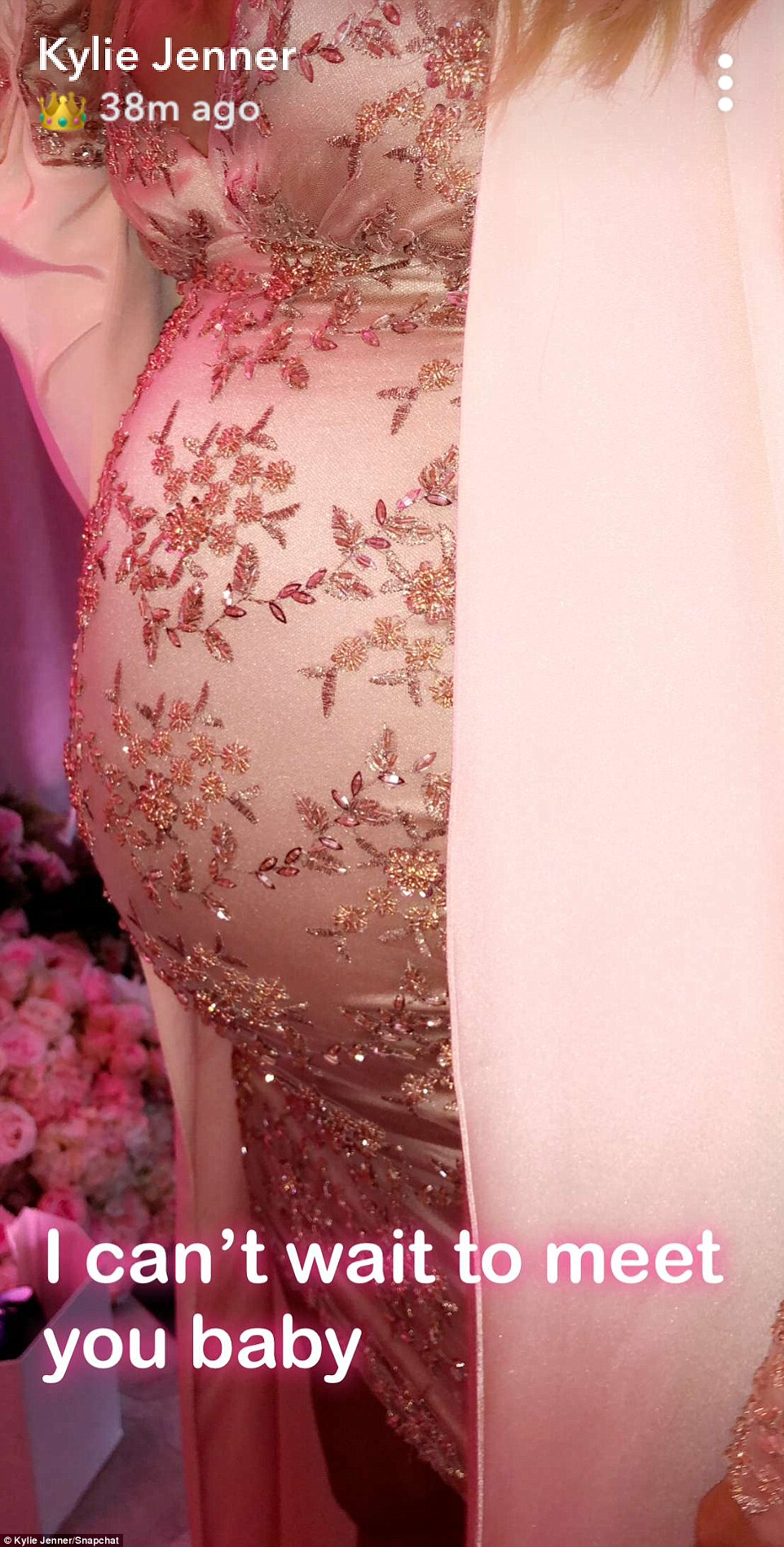 close up of Khloe's baby bump