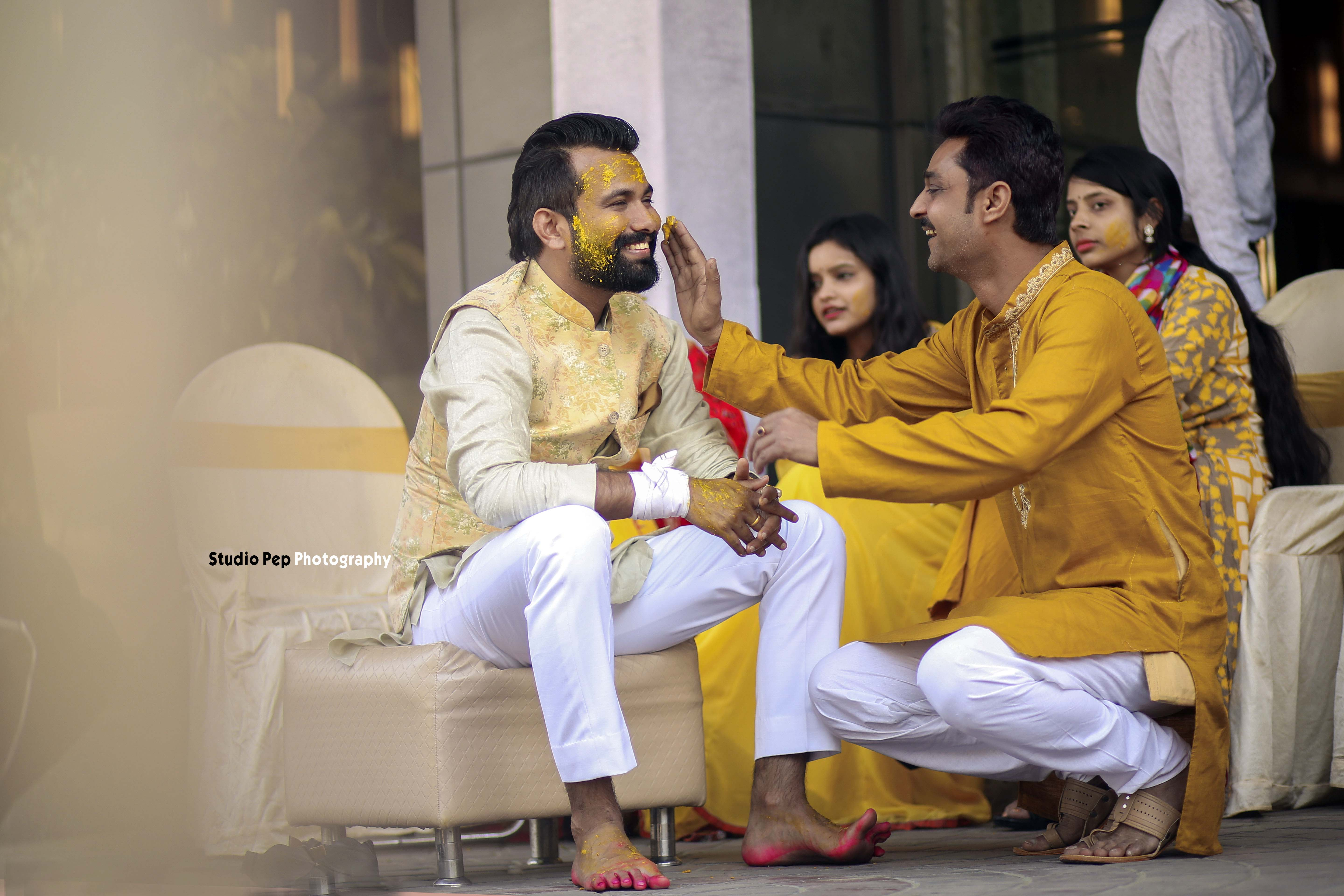family shots at indian weddings - haldi picture