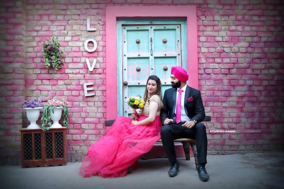 The Most Beautiful Pre Wedding Shoot Locations In Delhi! | Photo Paradise | Best Prewedding Shoot Location | Delhi | Couple Posing for a Prewedding Shoot | Pink Dress for a Shoot | Matching Turban and Dress for a Prewedding | Photoshoot Location For Prewedding | Couple Photography Ideas | Ideas for Prewedding Photoshoot | India | Function Mania |